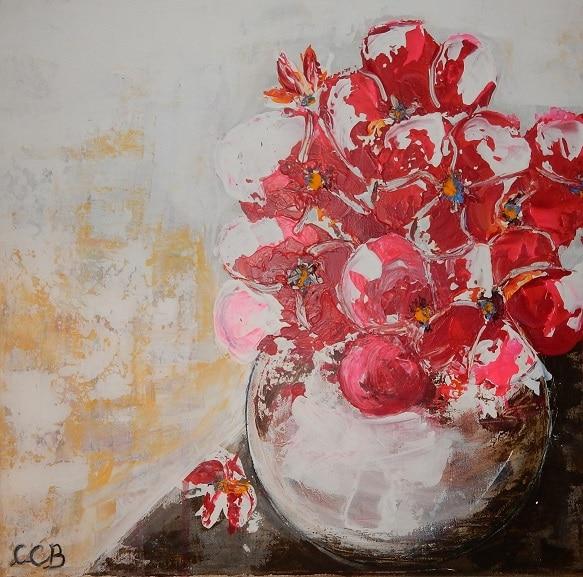 Vase rond avec fleurs