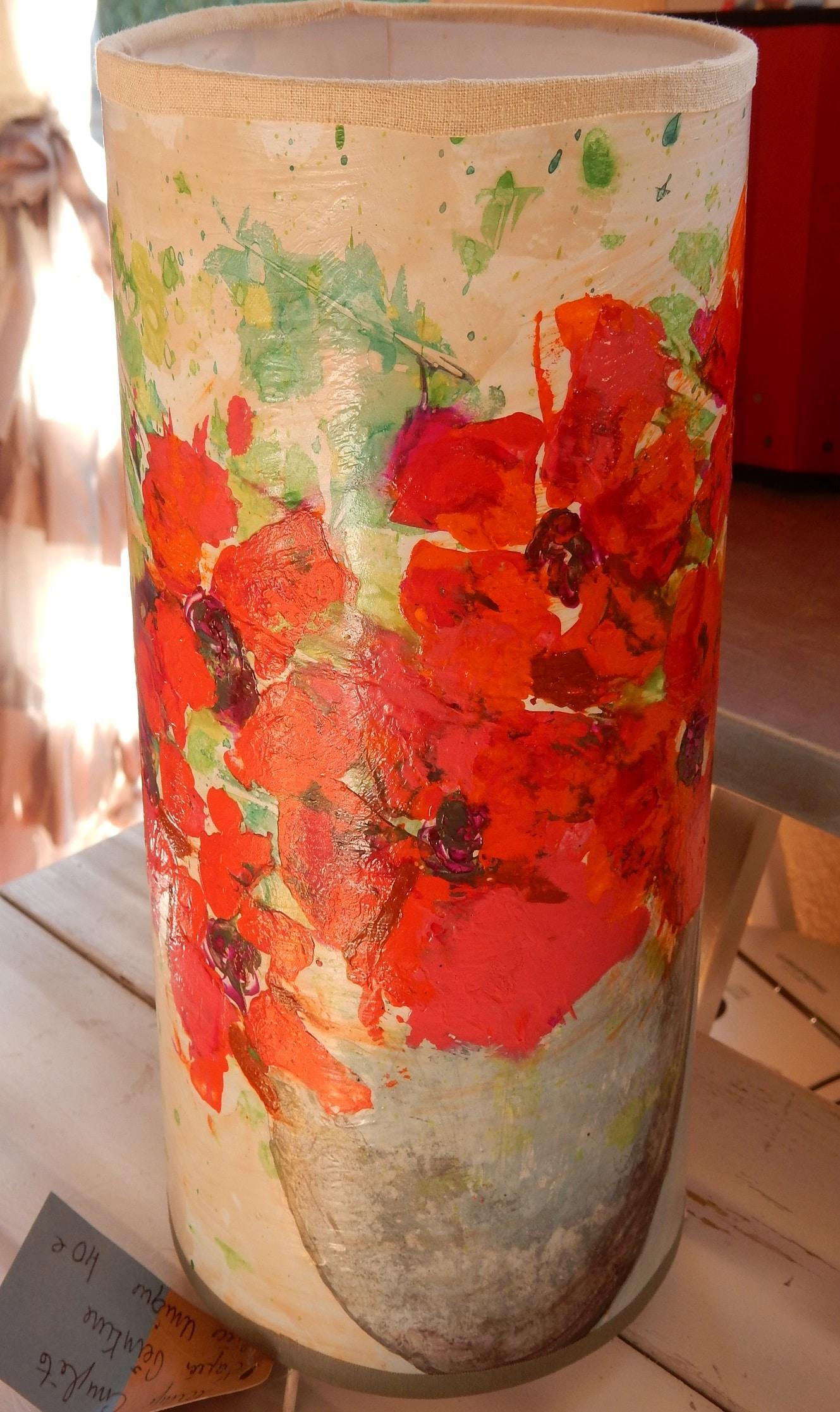 Bel abat-jour avec les fleurs Pavots