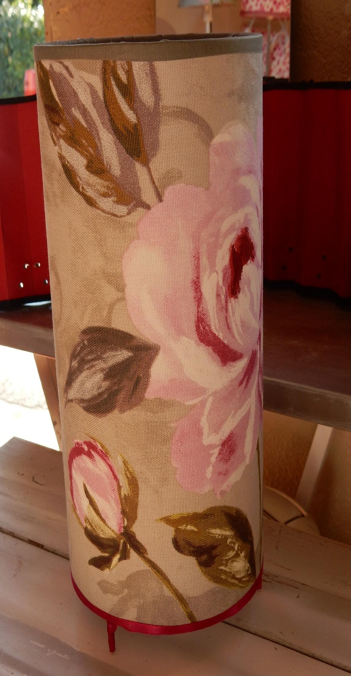 Bel abat-jour avec des roses